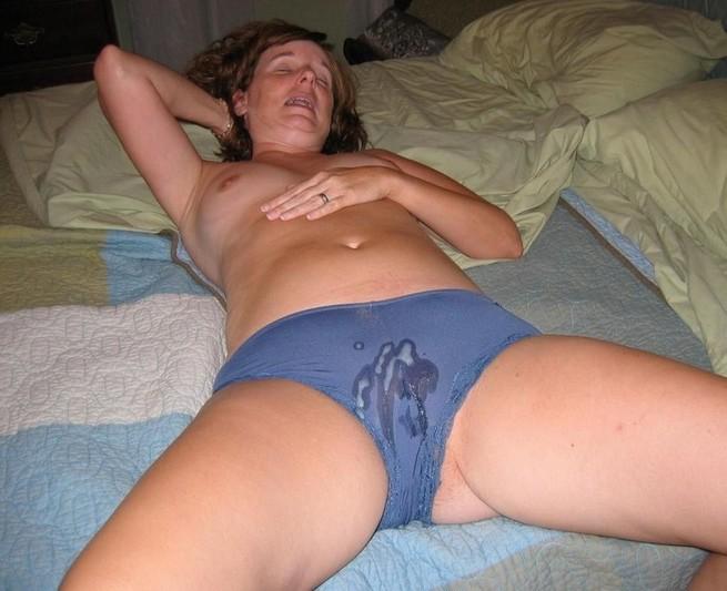 домашние фотографии женщины в трусах в сперме
