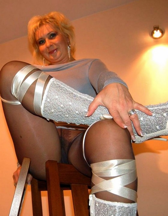 2009 pantyhose stretched