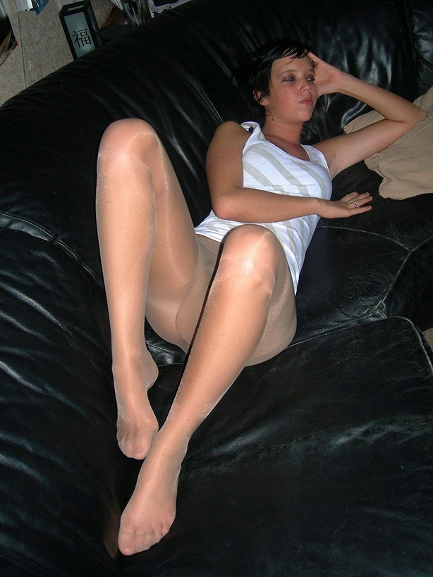 To Mature Pantyhose Gallery Pounce 63